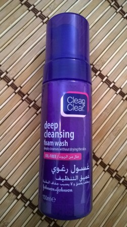 Clean & Clear Deep Cleansing Foam Wash